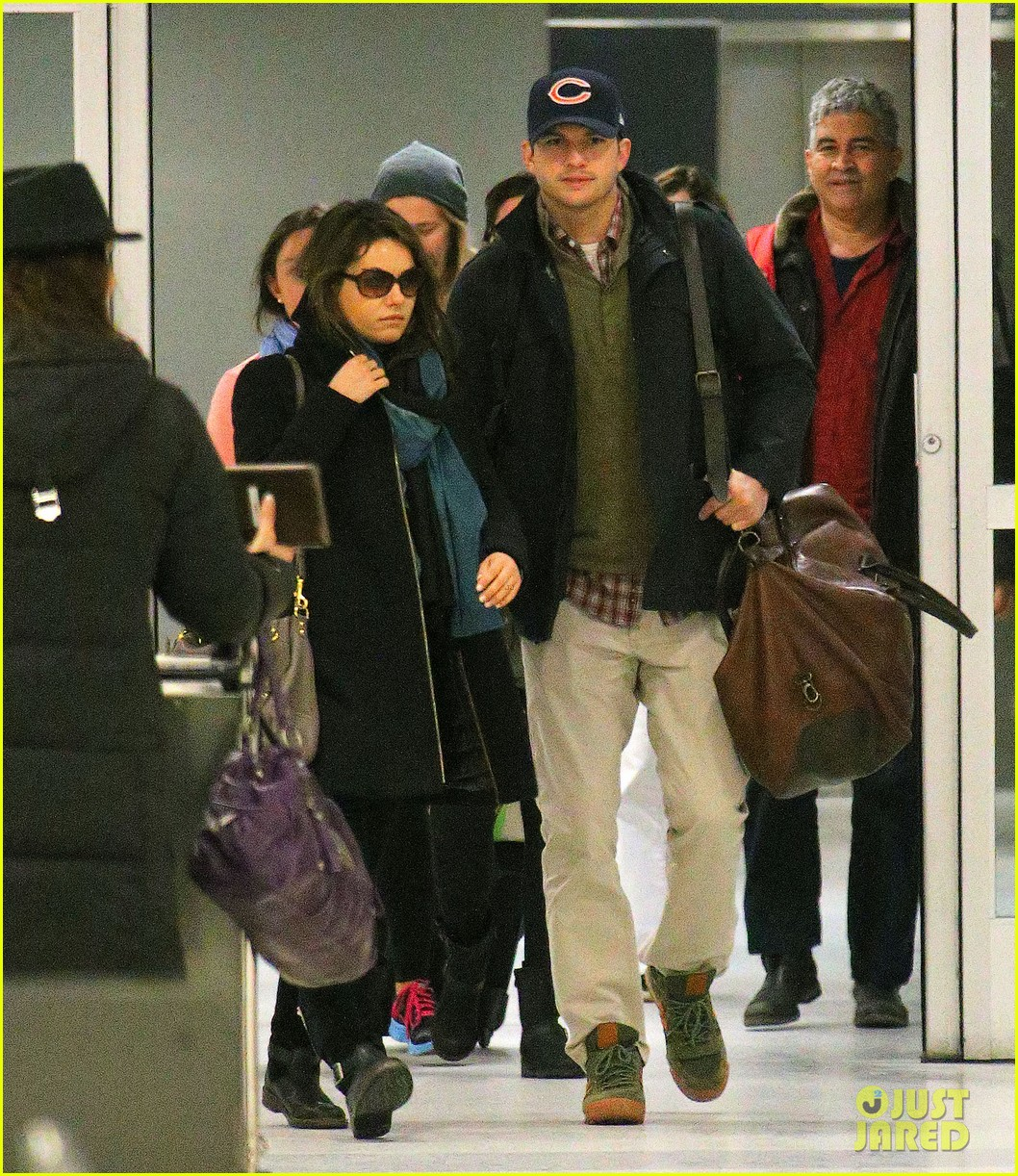 mila kunis ashton kutcher hold hands upon arrival in nyc 043055248