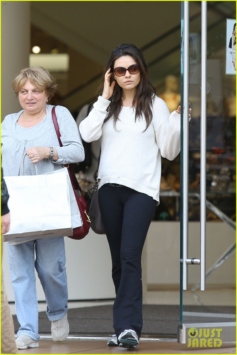 mila kunis ashton kutcher engaged report 053061940
