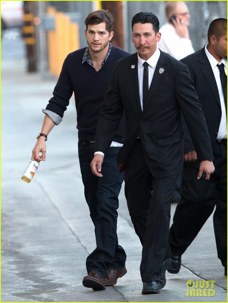 ashton kutcher visits kimmel after mila kunis pregnancy rumors 013048212