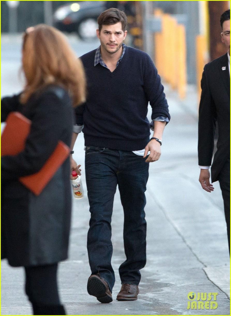 ashton kutcher visits kimmel after mila kunis pregnancy rumors 033048214