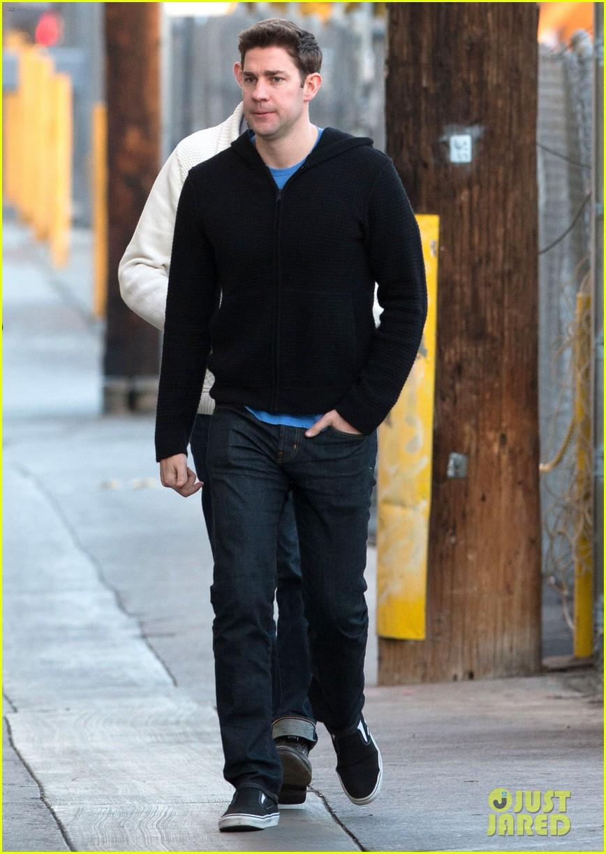 ashton kutcher visits kimmel after mila kunis pregnancy rumors 053048216