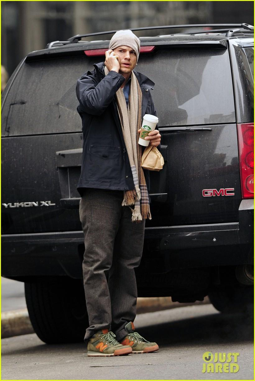 ashton kutcher mila kunis leave new york after short trip 053056629