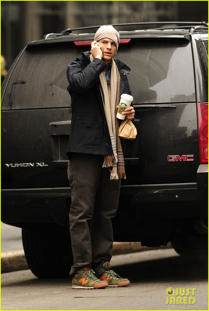 ashton kutcher mila kunis leave new york after short trip 063056630