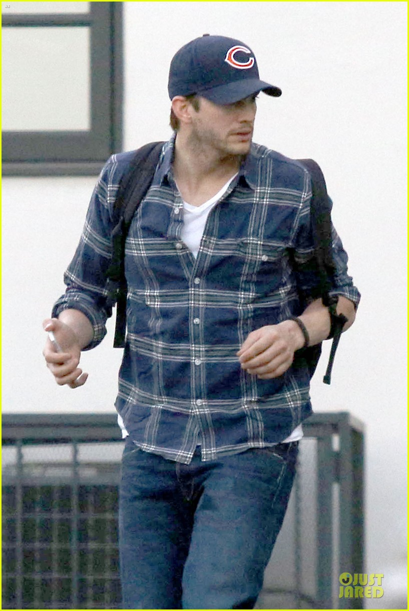 ashton kutcher are you sold on the waffle taco 043060109