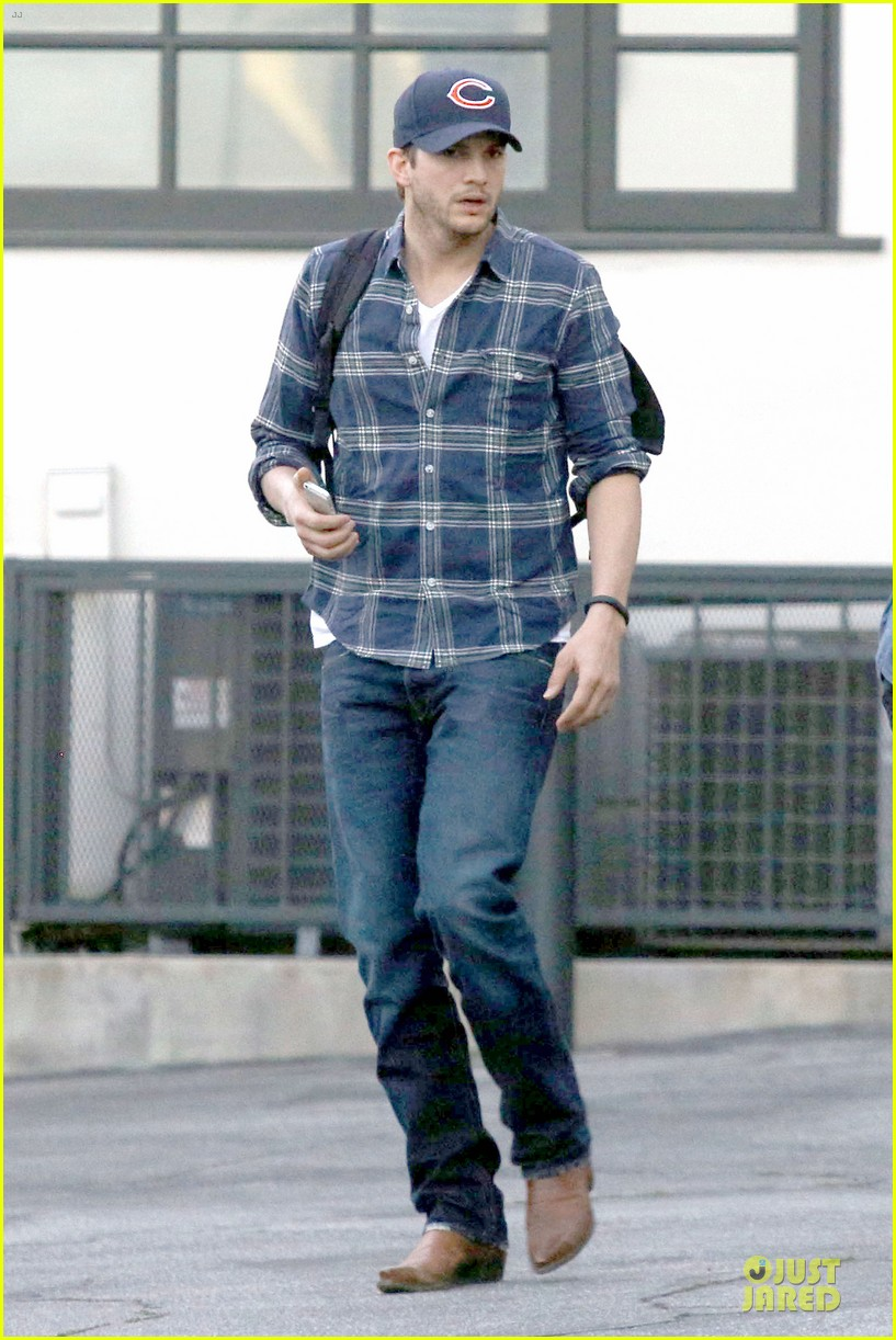ashton kutcher are you sold on the waffle taco 073060112