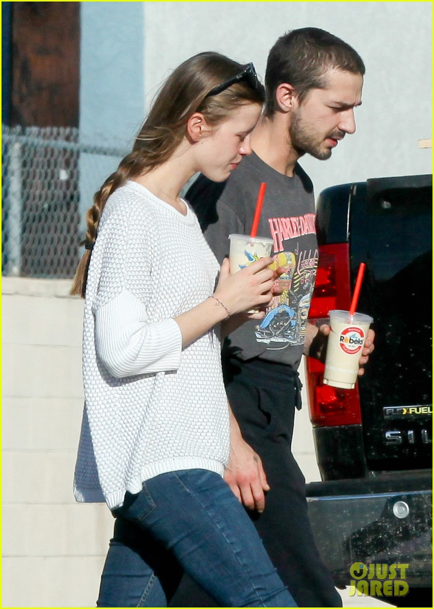 shia labeouf girlfriend mia goth pda pair while shopping 04