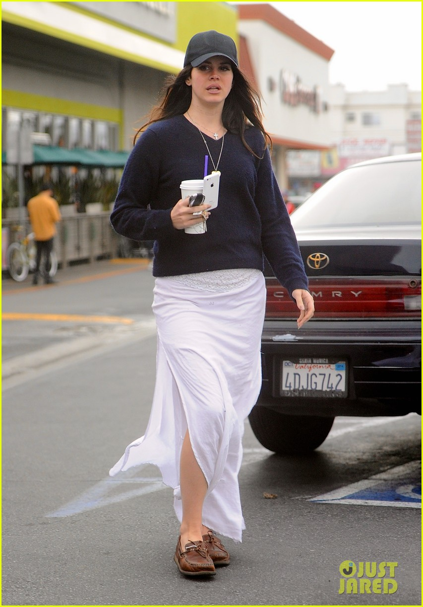 lana del rey spends thursday shopping partying 043049083