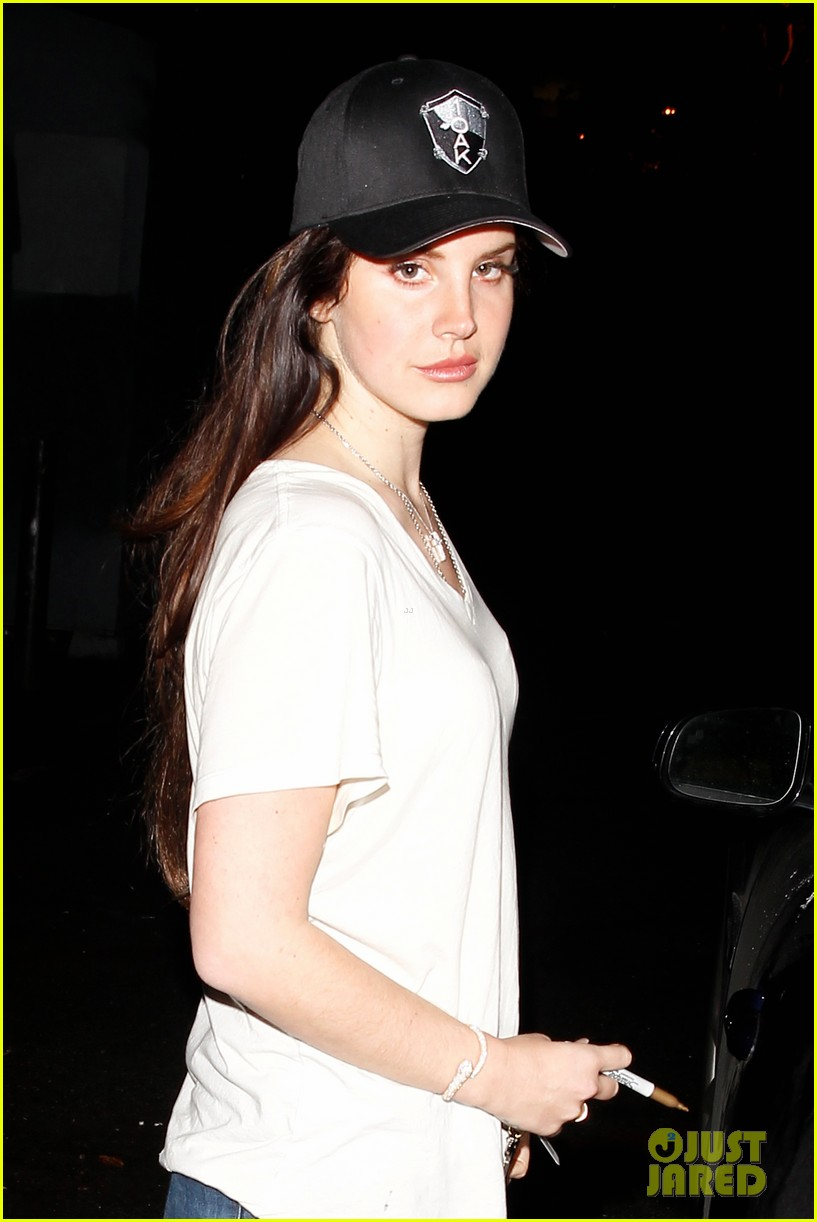 lana del rey spends thursday shopping partying 06