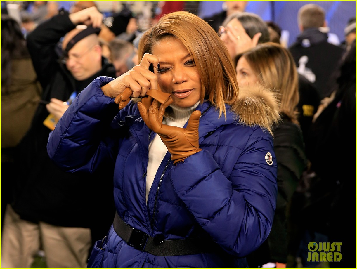 queen latifah sings america the beautiful at super bowl 2014 watch now 023046549