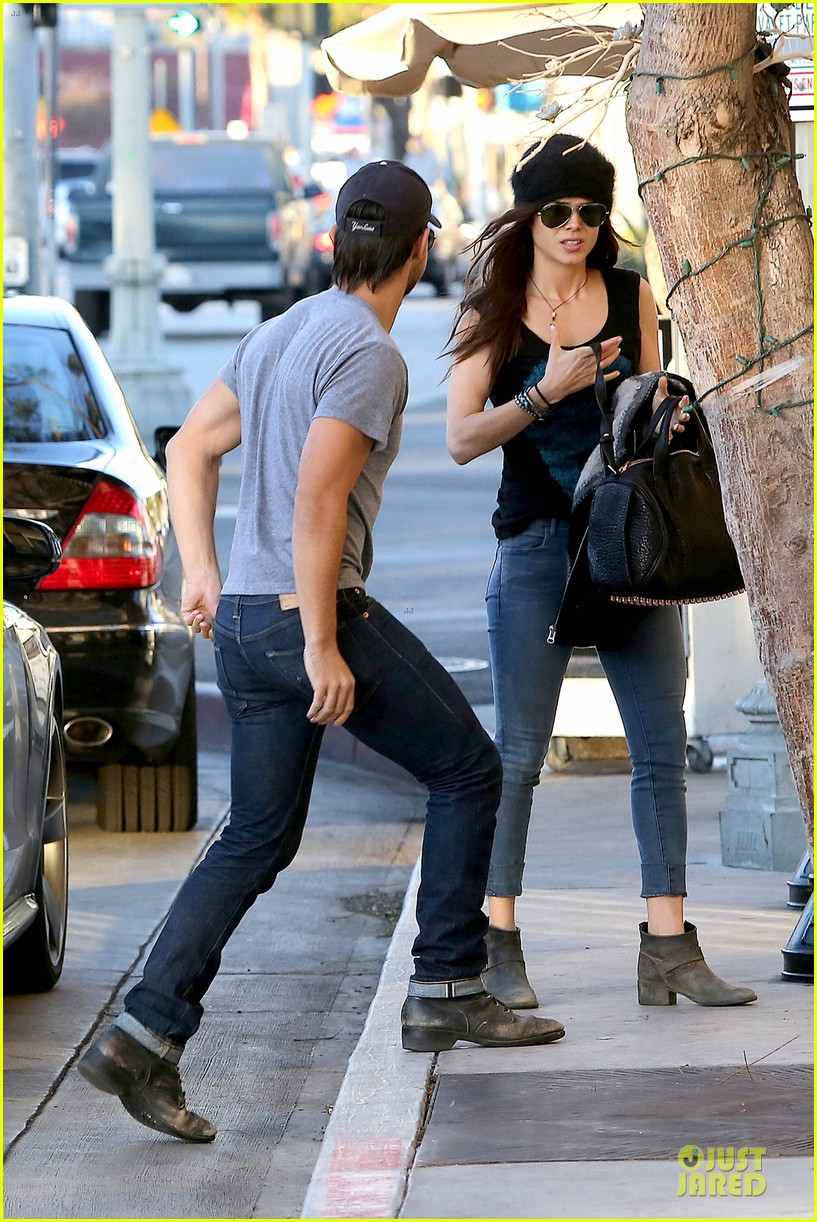 taylor lautner marie avgeropoulos hold hands for dinner 103047584