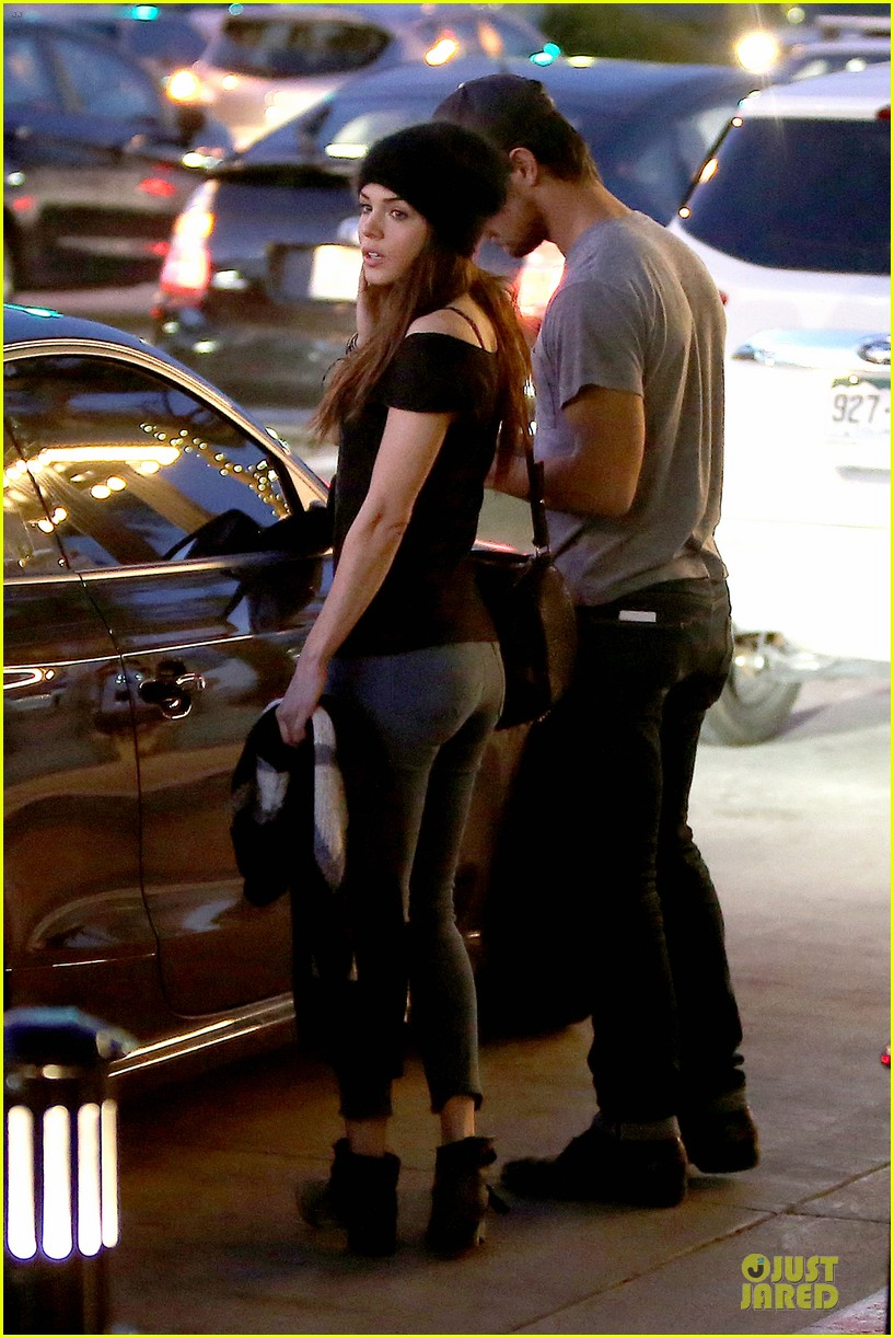 taylor lautner marie avgeropoulos hold hands for dinner 123047586