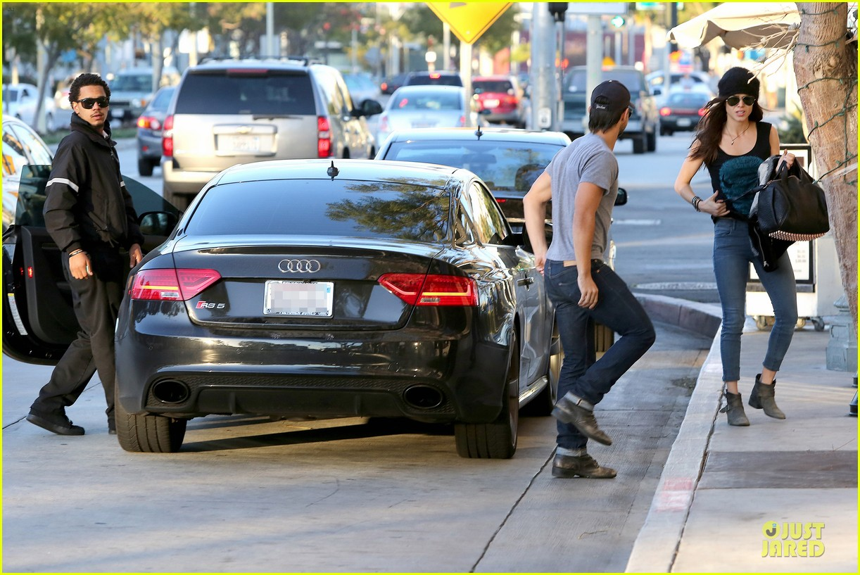 taylor lautner marie avgeropoulos hold hands for dinner 18