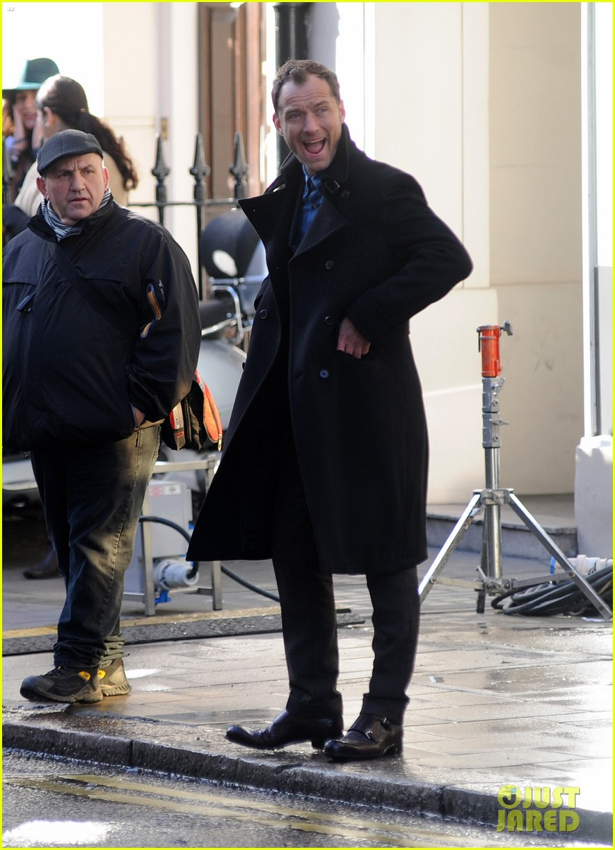 jude law begins filming an unknown production in london 033060852