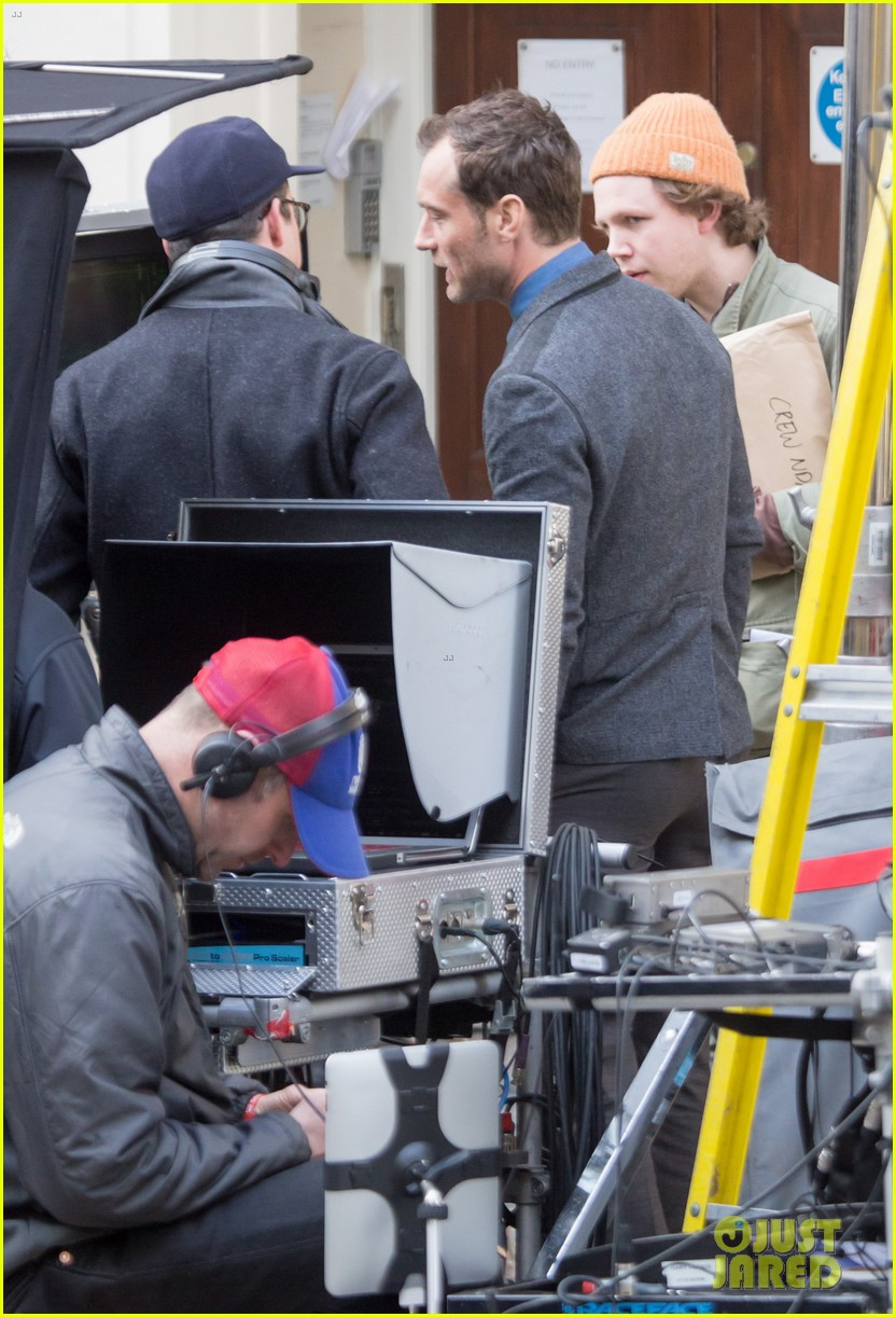 jude law begins filming an unknown production in london 043060853