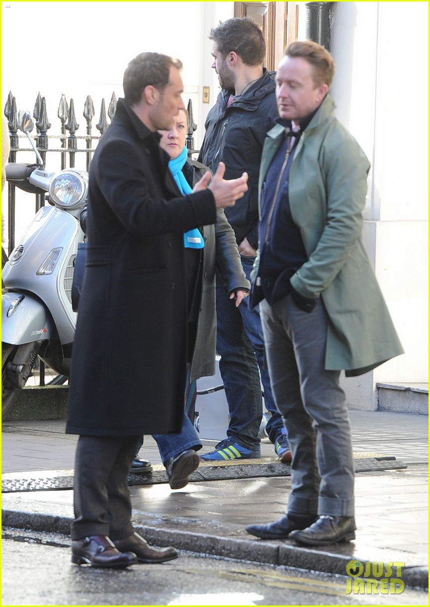 jude law begins filming an unknown production in london 053060854