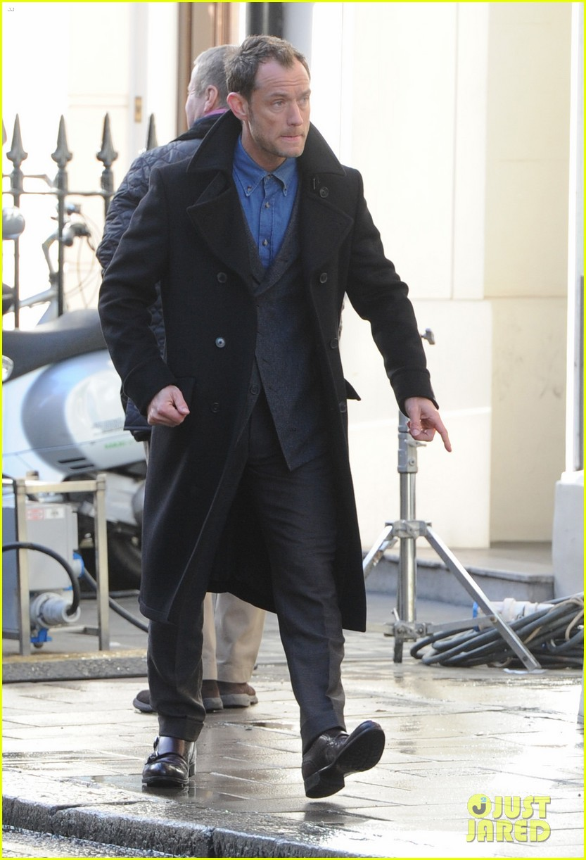 jude law begins filming an unknown production in london 07