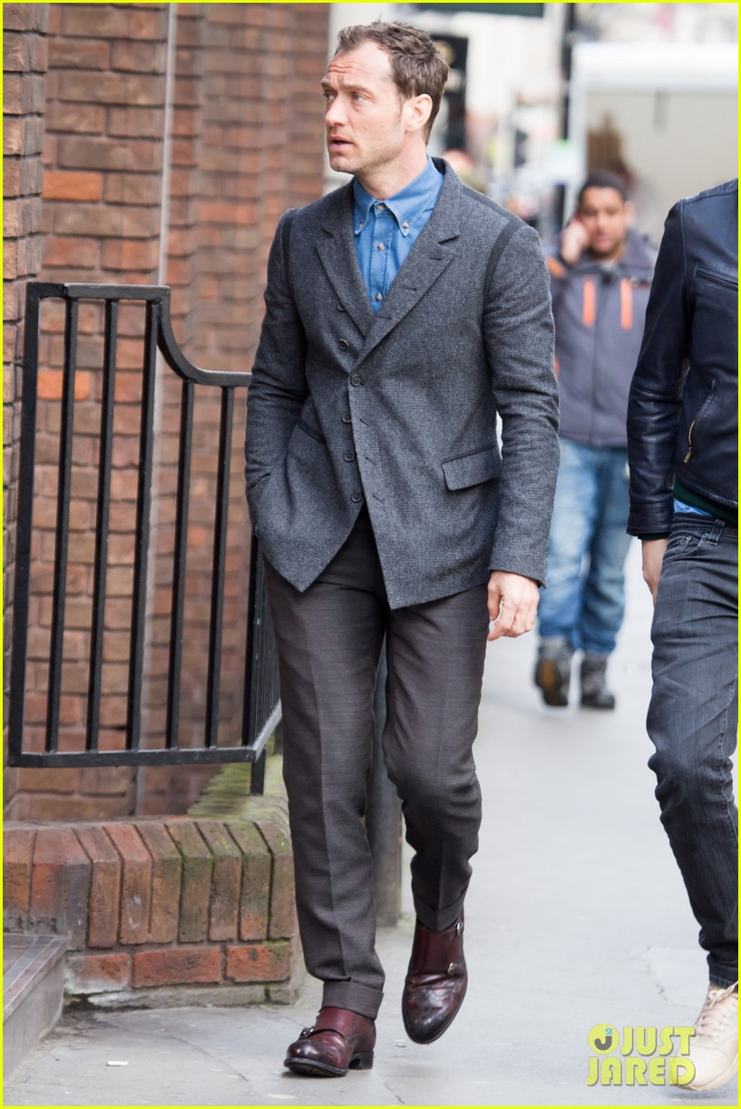 jude law begins filming an unknown production in london 08