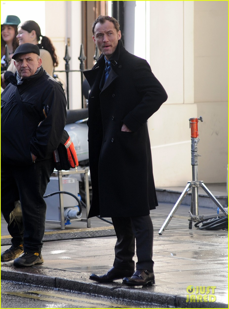 jude law begins filming an unknown production in london 093060858