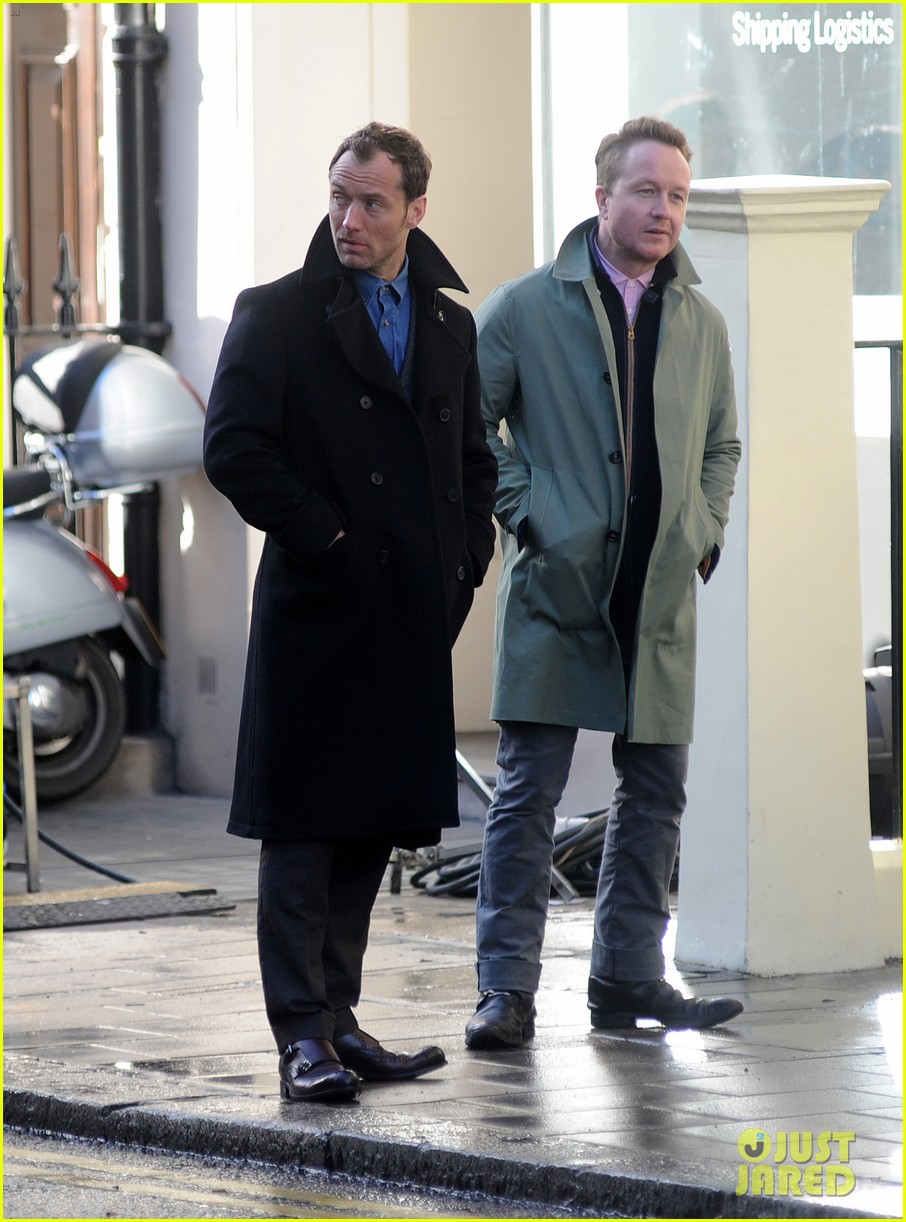 jude law begins filming an unknown production in london 103060859