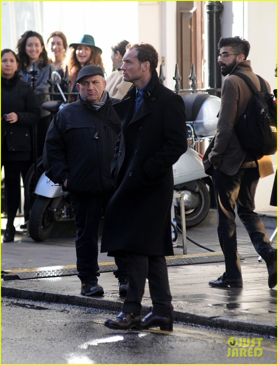 jude law begins filming an unknown production in london 113060860