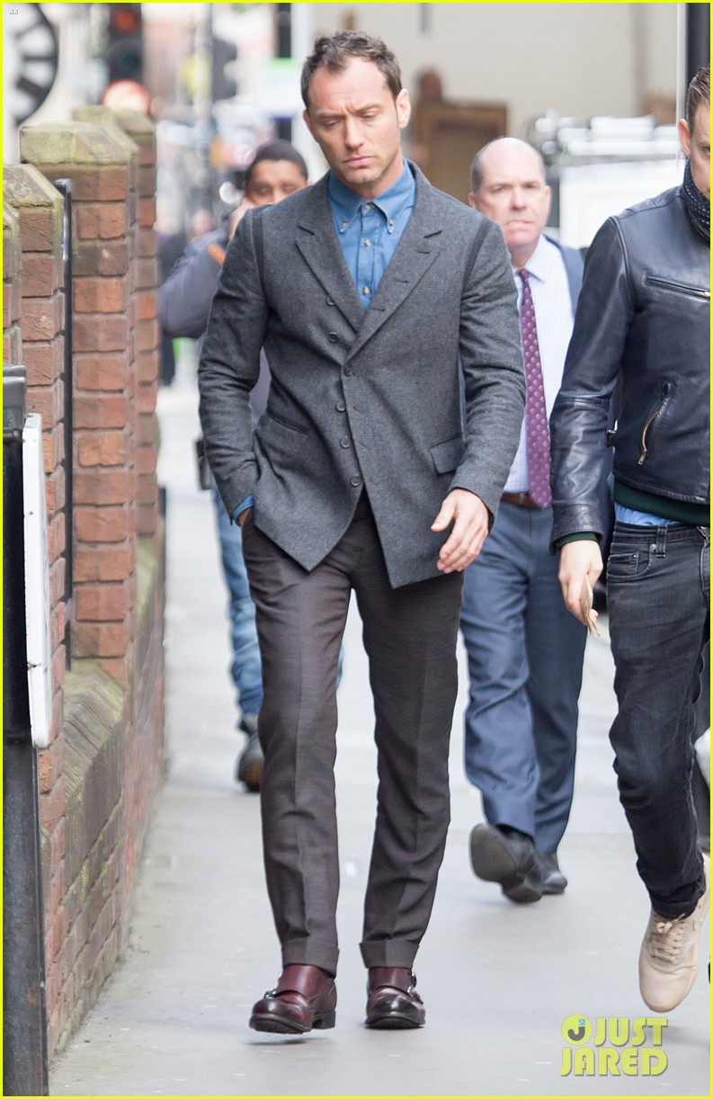jude law begins filming an unknown production in london 143060863