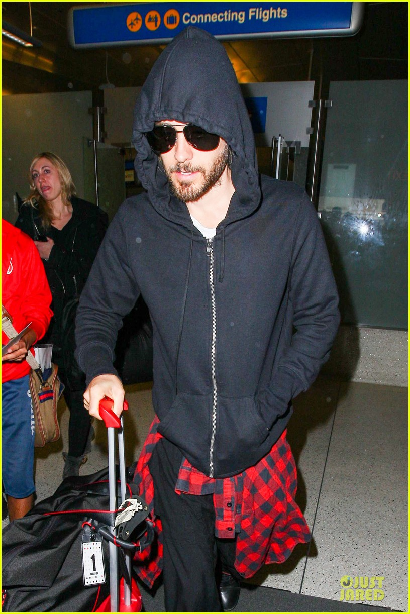 jared leto low profile lax arrival after dallas promo 043045355