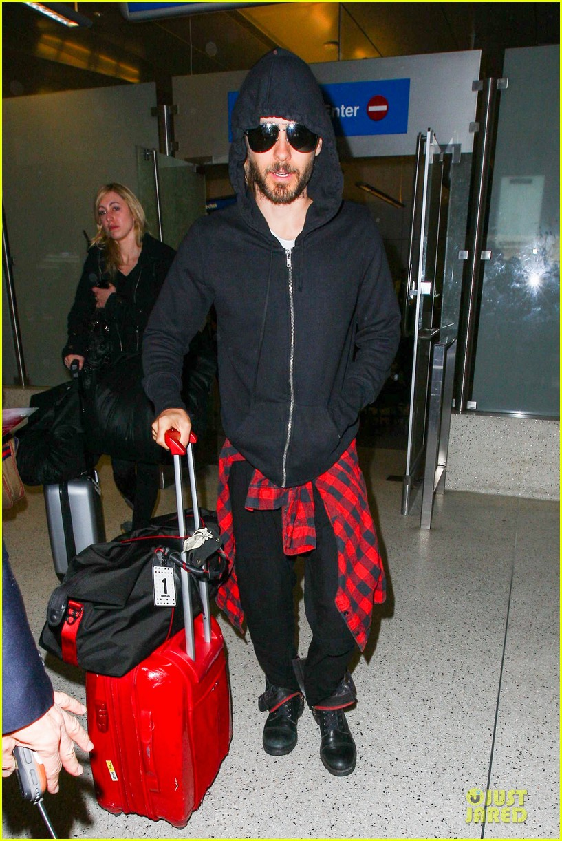 jared leto low profile lax arrival after dallas promo 063045357
