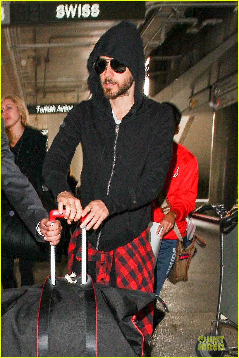 jared leto low profile lax arrival after dallas promo 083045359