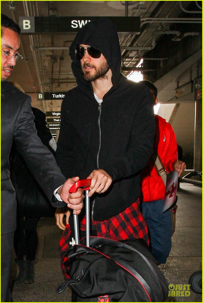 jared leto low profile lax arrival after dallas promo 103045361