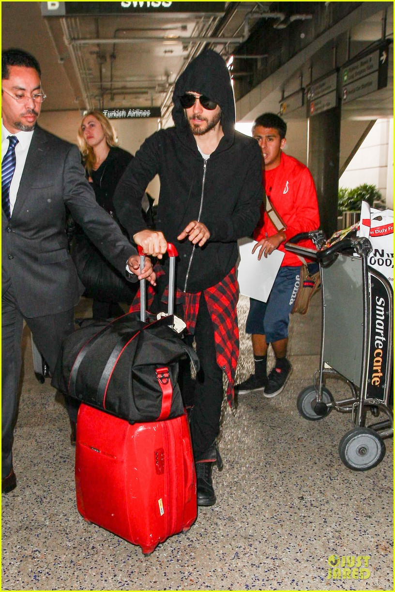 jared leto low profile lax arrival after dallas promo 113045362