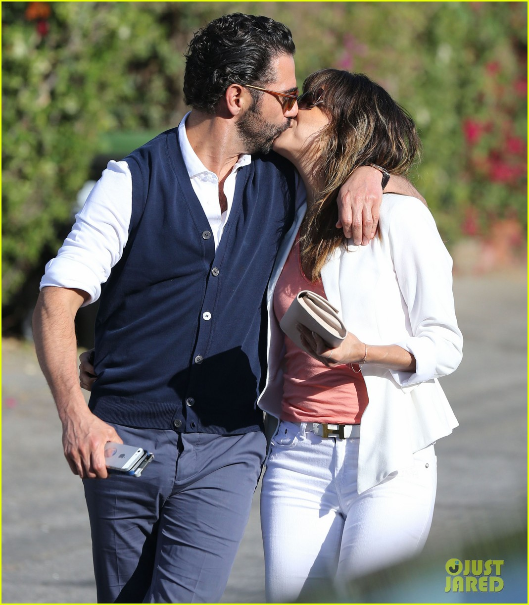 eva longoria jose baston share romantic kiss after brunch 023054937