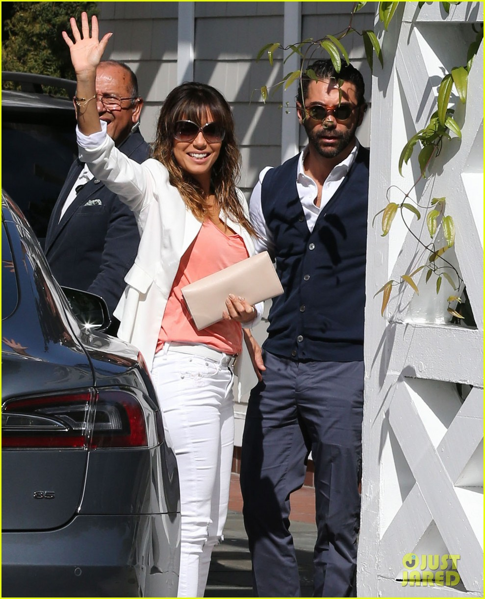 eva longoria jose baston share romantic kiss after brunch 043054939