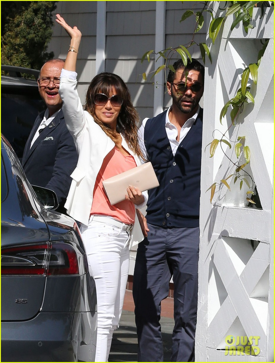 eva longoria jose baston share romantic kiss after brunch 073054942