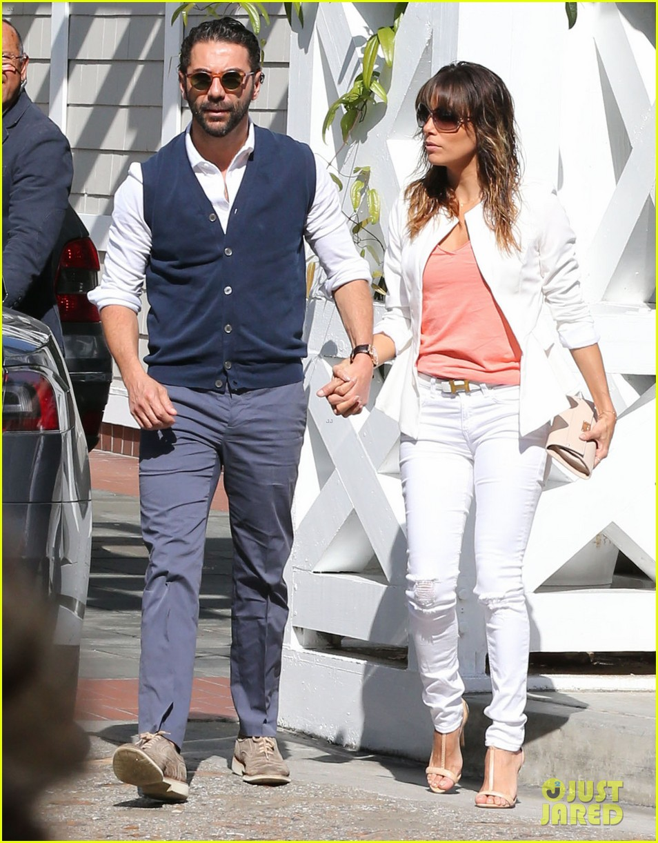 eva longoria jose baston share romantic kiss after brunch 083054943