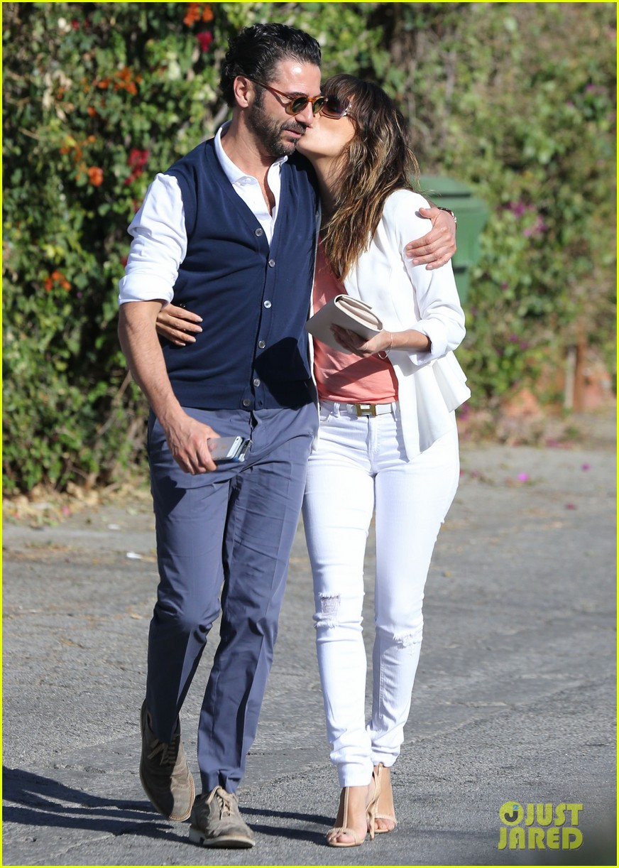 eva longoria jose baston share romantic kiss after brunch 113054946