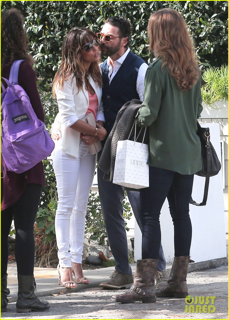 eva longoria jose baston share romantic kiss after brunch 153054950