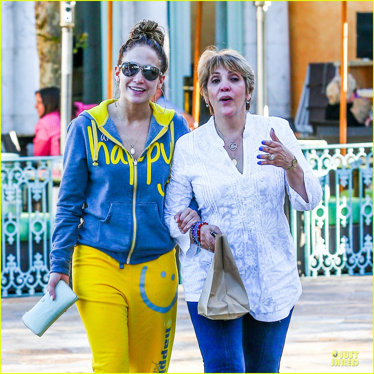 jennifer lopez valentine day lunch with mom guadalupe 023053611