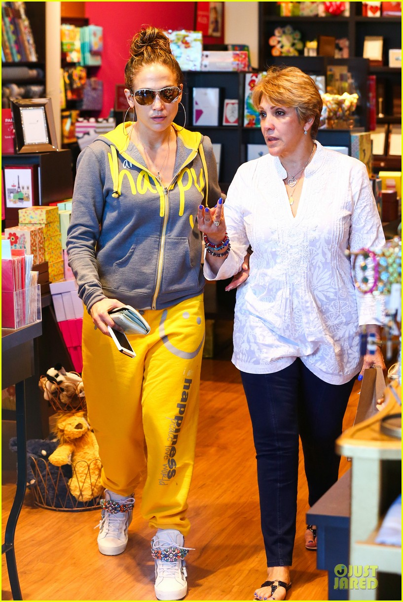 jennifer lopez valentine day lunch with mom guadalupe 05