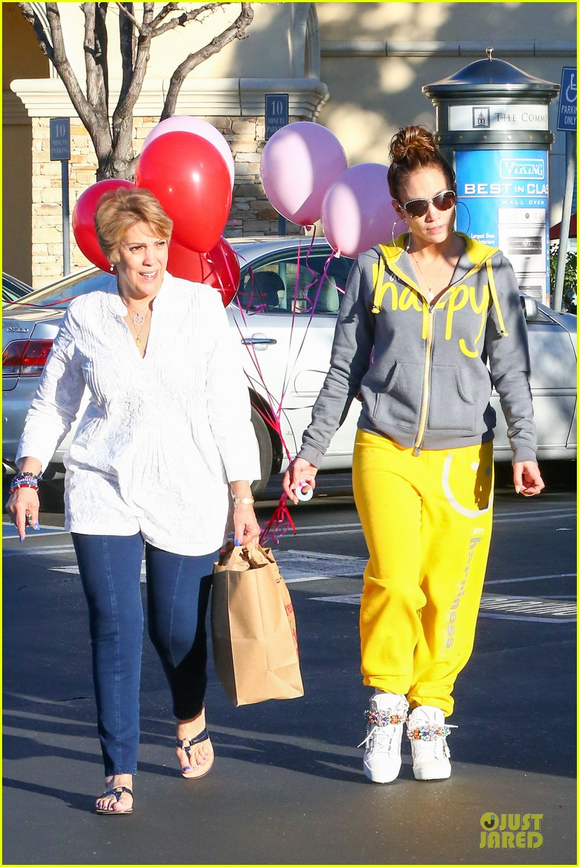 jennifer lopez valentine day lunch with mom guadalupe 073053616