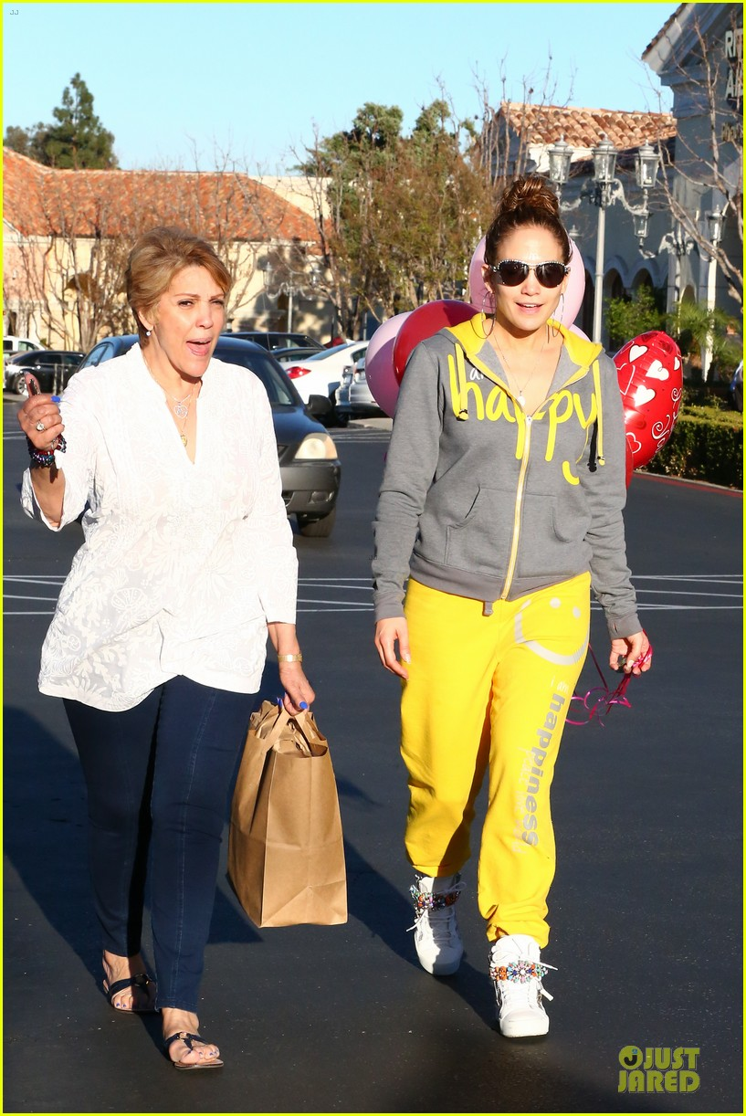jennifer lopez valentine day lunch with mom guadalupe 083053617