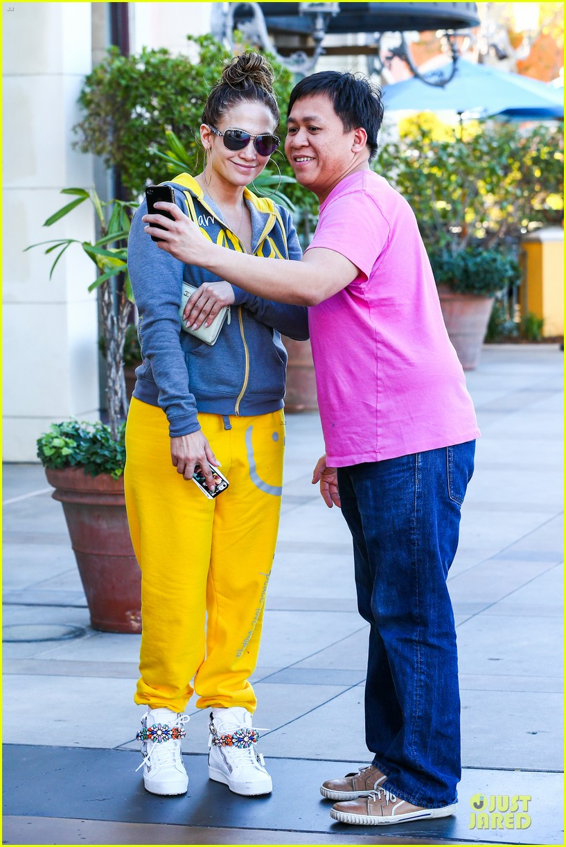 jennifer lopez valentine day lunch with mom guadalupe 123053621