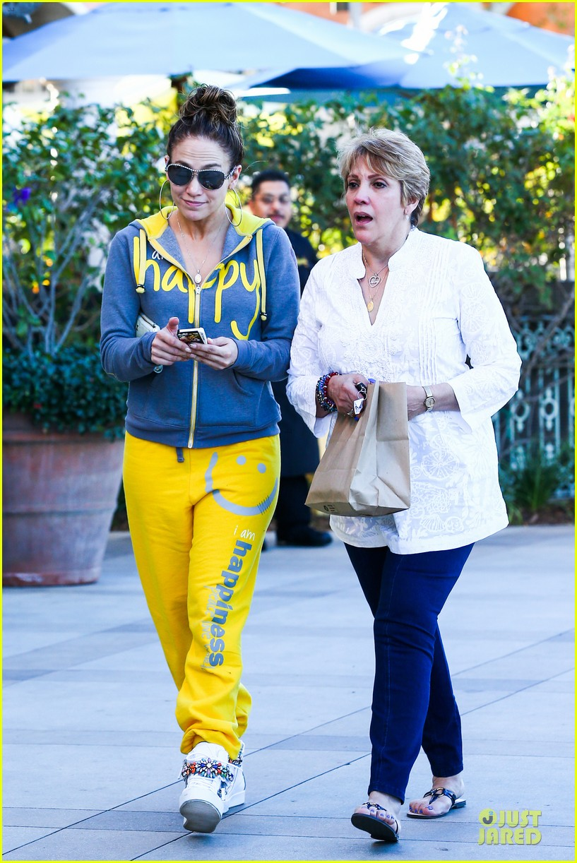jennifer lopez valentine day lunch with mom guadalupe 133053622