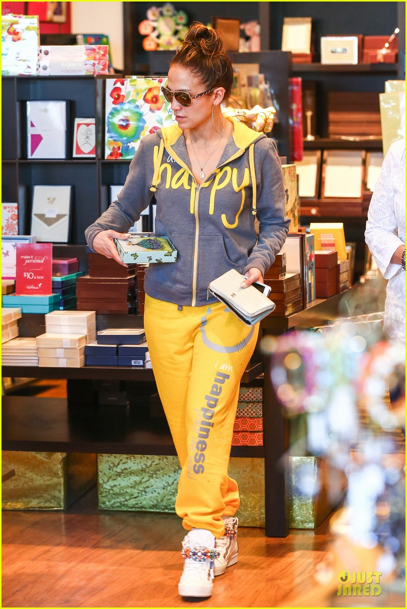 jennifer lopez valentine day lunch with mom guadalupe 173053626