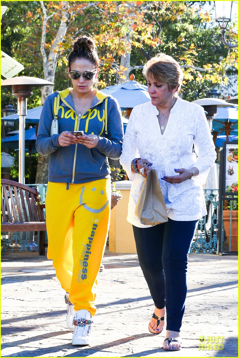 jennifer lopez valentine day lunch with mom guadalupe 223053631