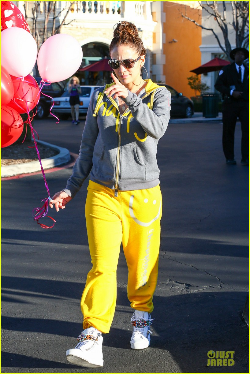 jennifer lopez valentine day lunch with mom guadalupe 25