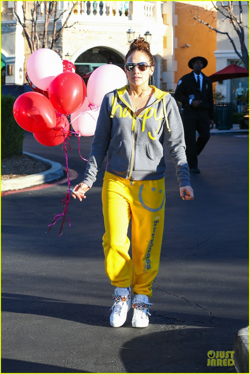 jennifer lopez valentine day lunch with mom guadalupe 273053636