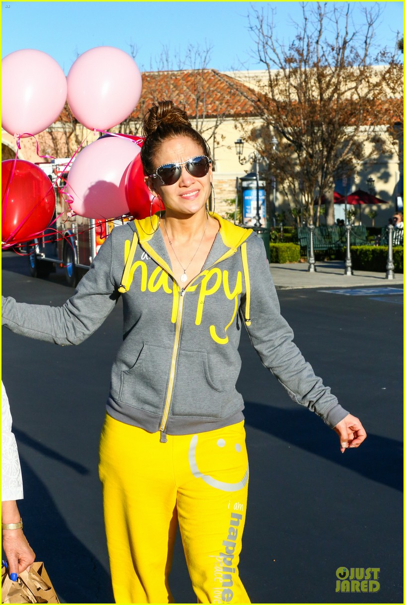 jennifer lopez valentine day lunch with mom guadalupe 323053641