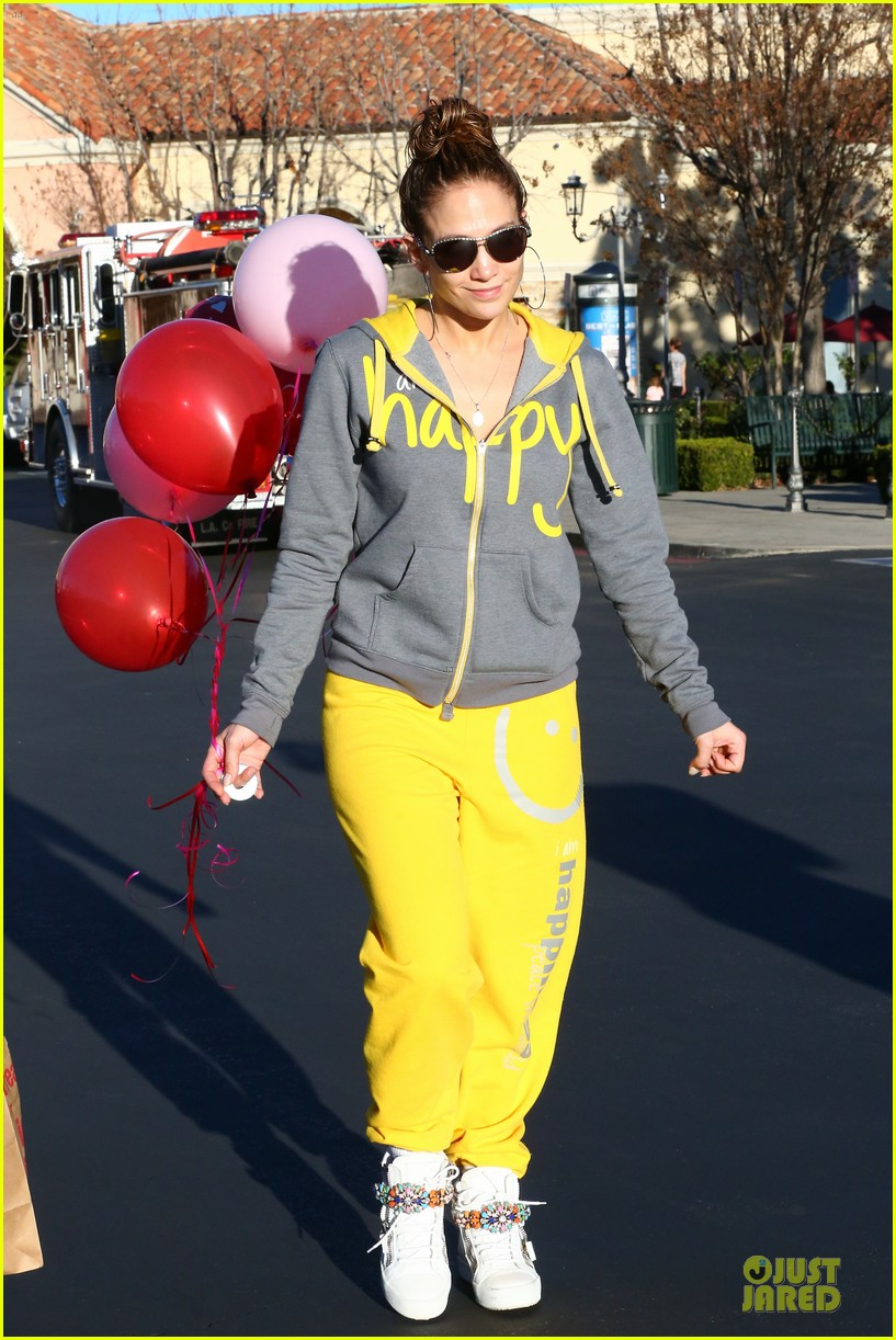 jennifer lopez valentine day lunch with mom guadalupe 343053643