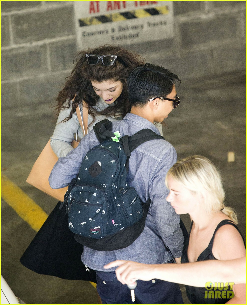 lorde takes boyfriend james lowe along for studio stop 043046955