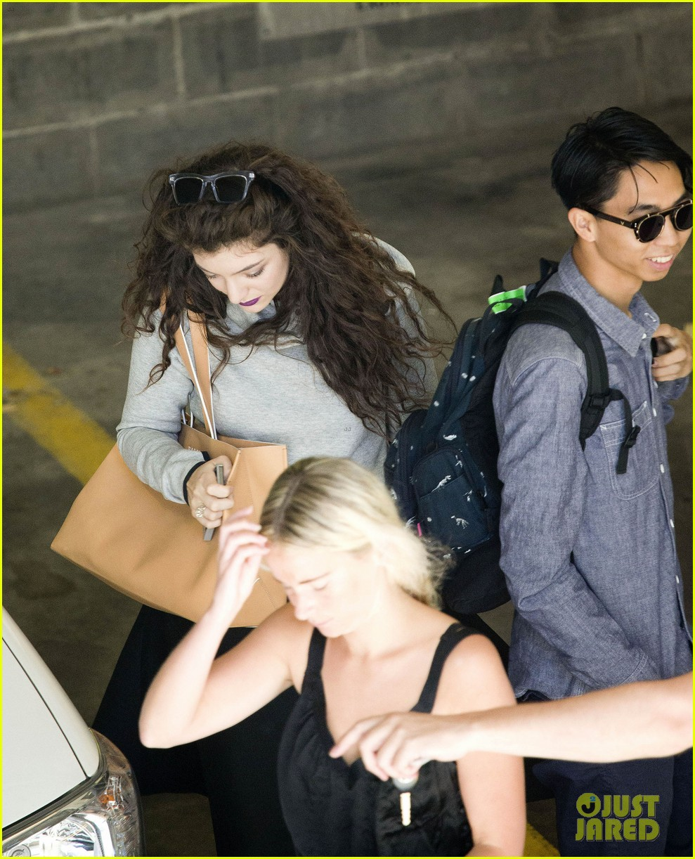 lorde takes boyfriend james lowe along for studio stop 093046960